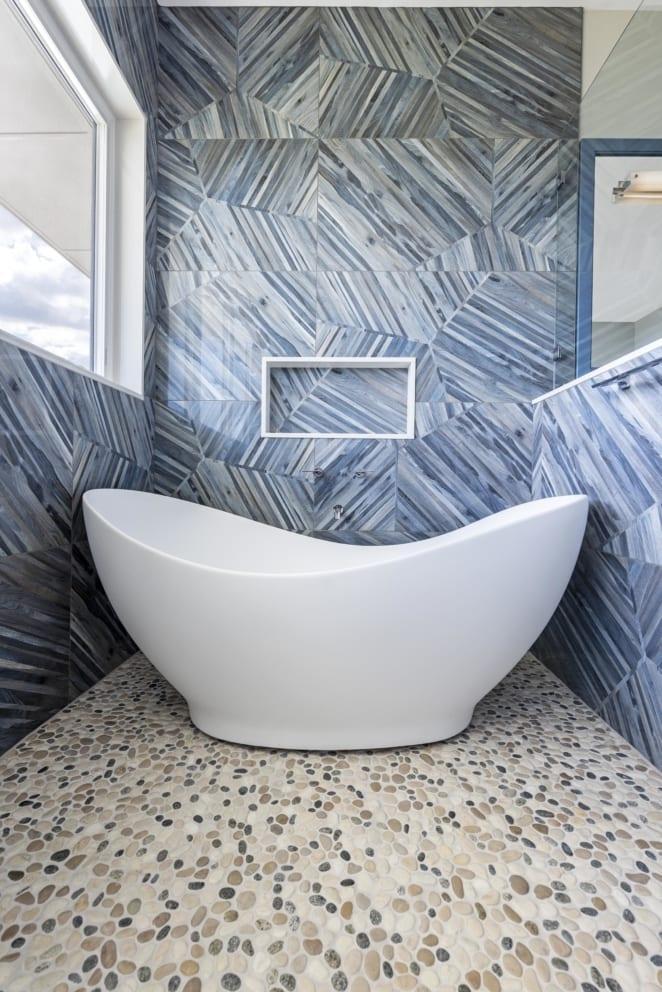 Shell White Bath Blue Tiles Pebbel Floors