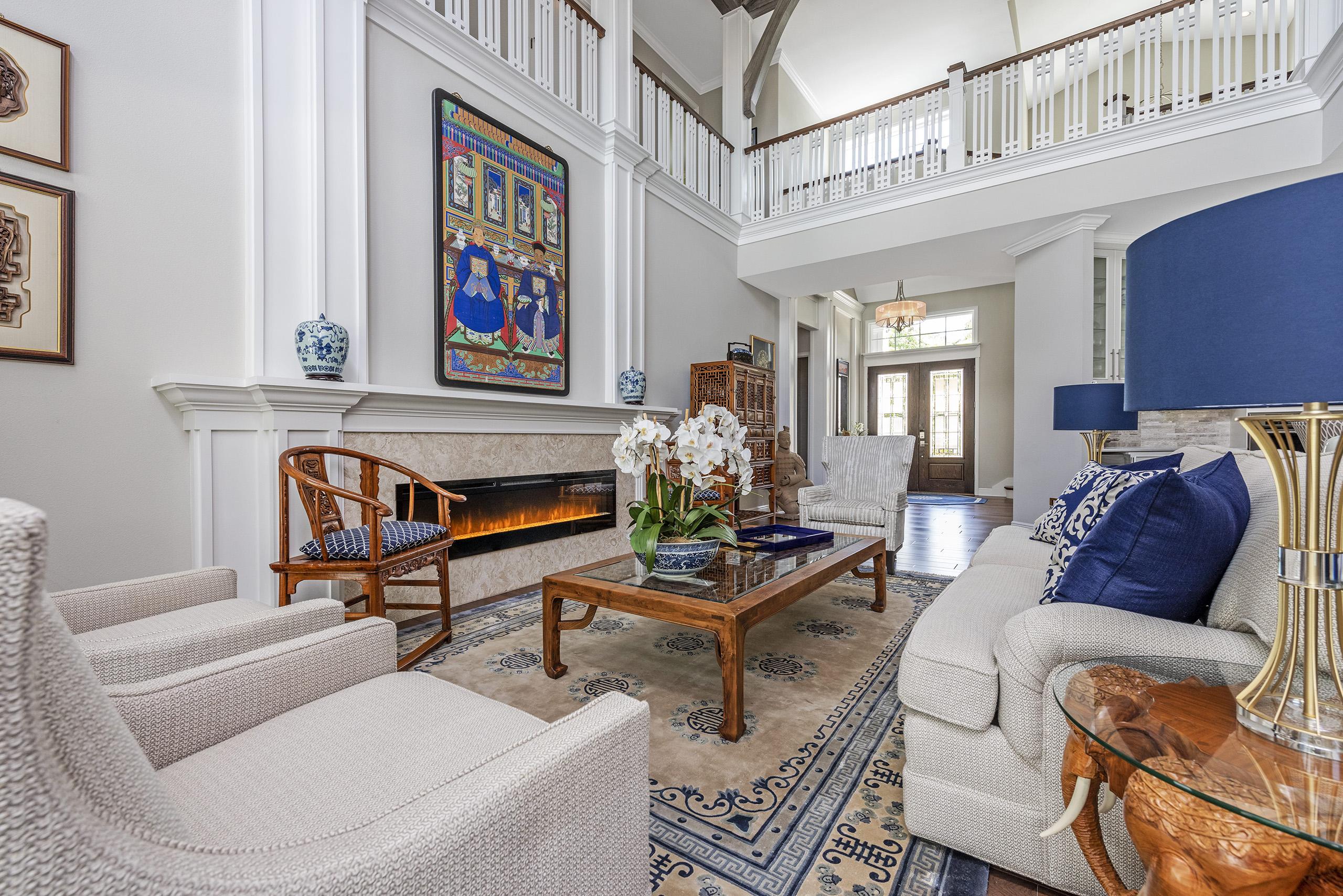 Linda Mixon Living Room Blue Desk Top Light