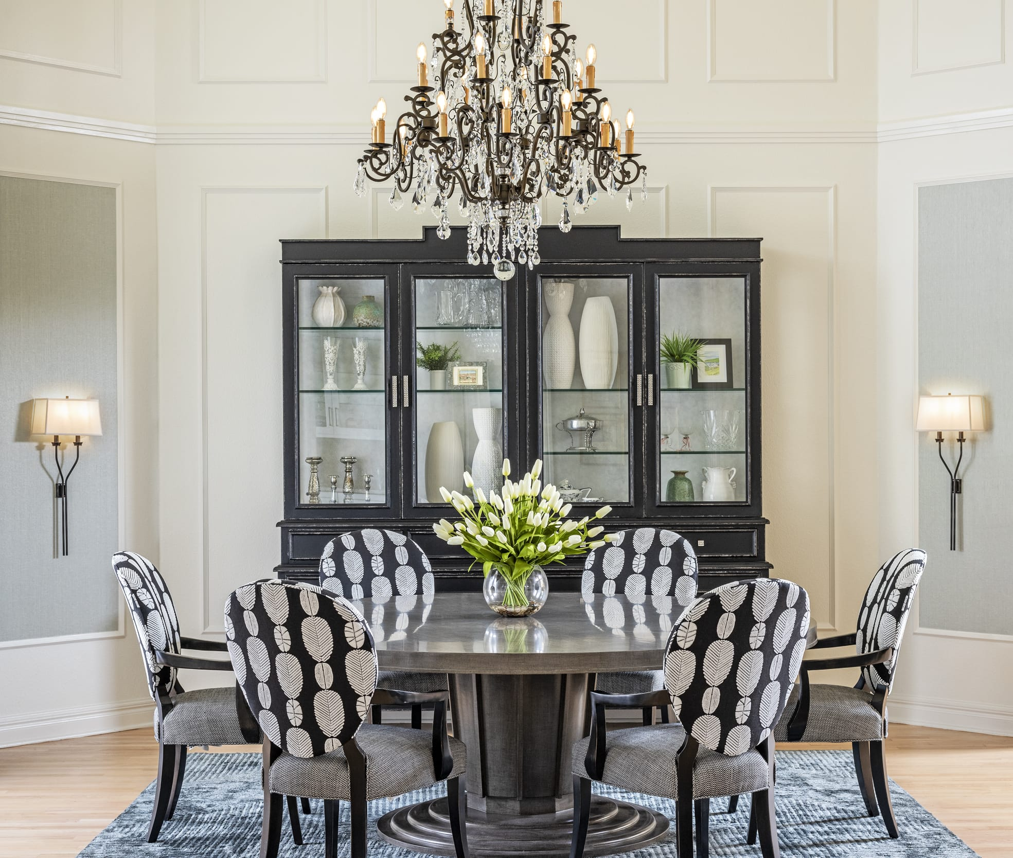 Dinning Table Black Feather Pattern Upholstered Chairs Black Chandelier