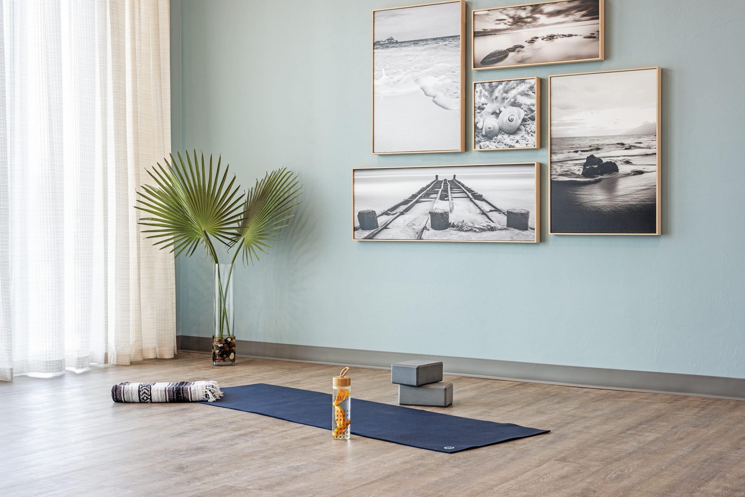 Studio121 Savona Club House Gym Yoga Mat Blocks