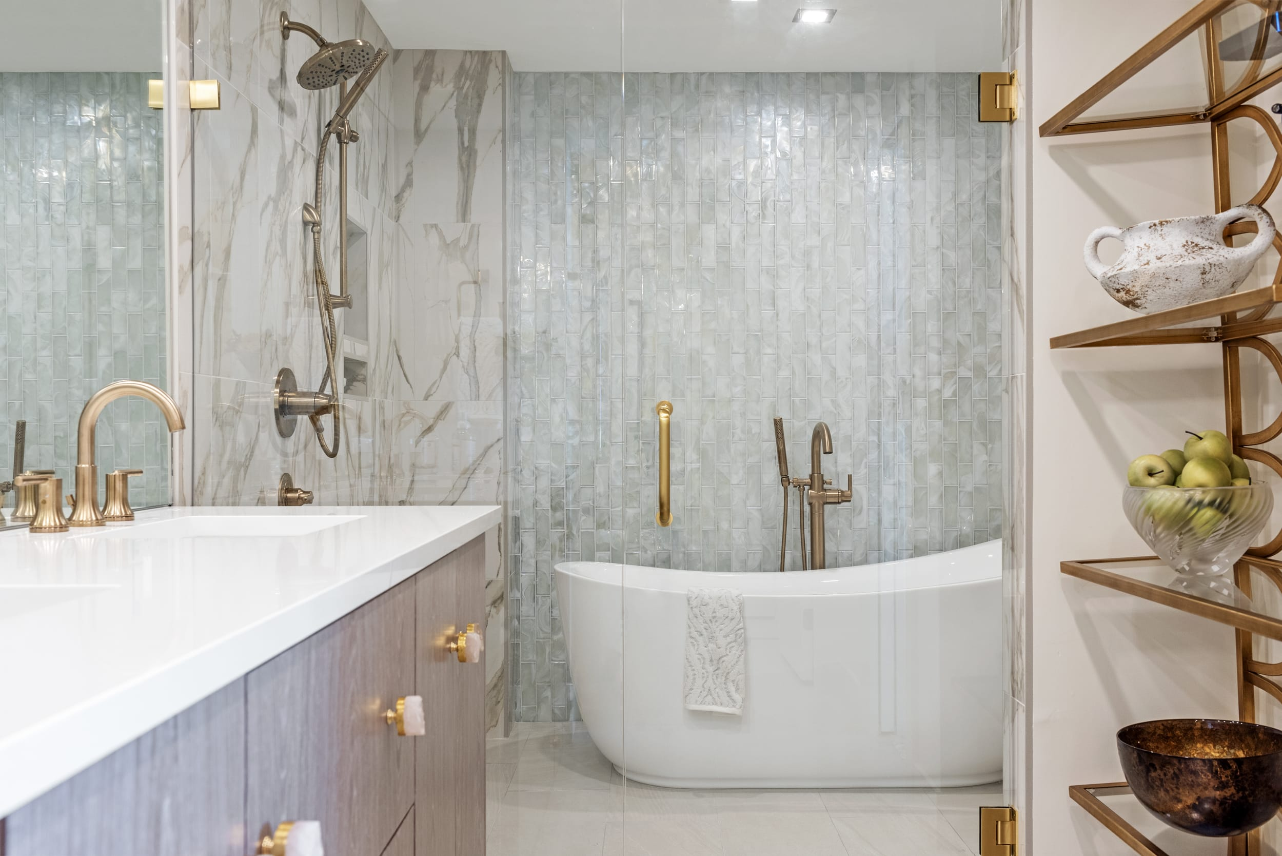 Shower Steam Room Bath Gold Faucets Marble Shell Reflective Tile