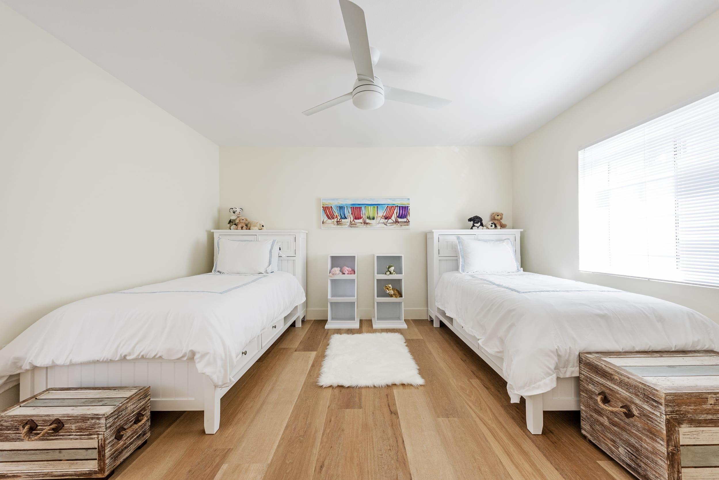 Children's Bedroom White Bed Sheets Fluffy Carpet